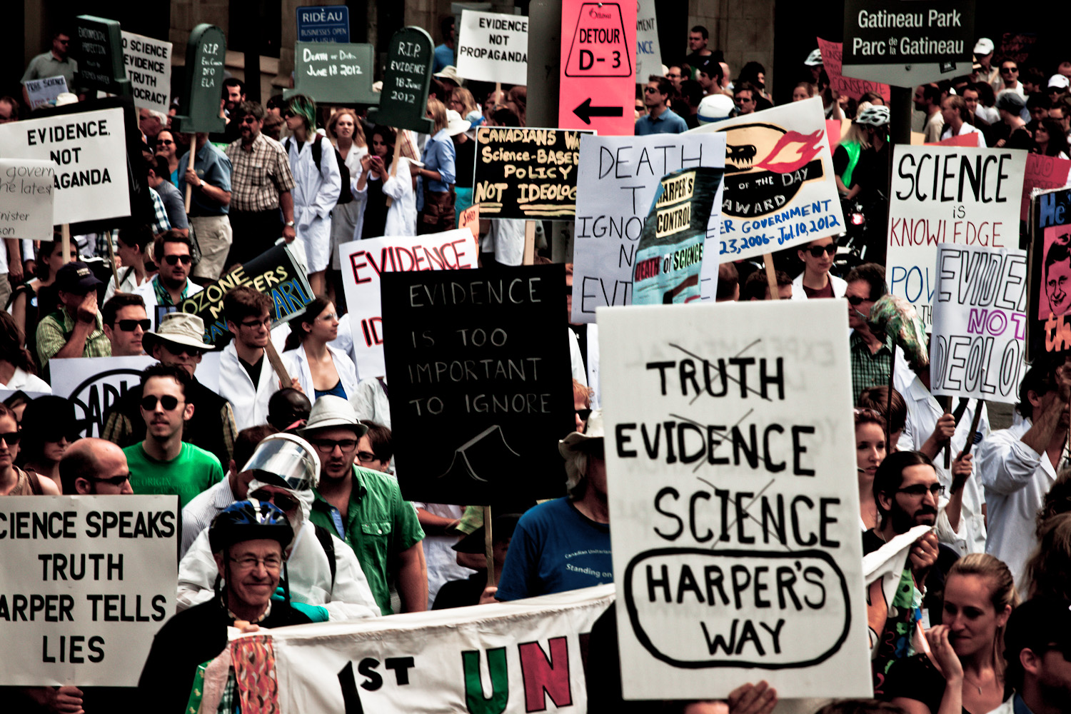 Death of Evidence protest, scilencing scientists