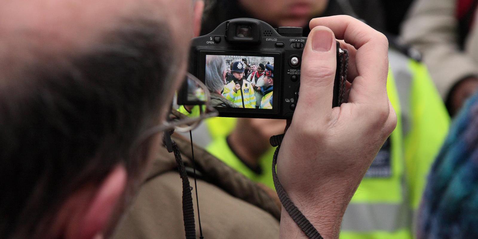 чарующий синий можно ли фотографировать человека при исполнении позволяет приобрести